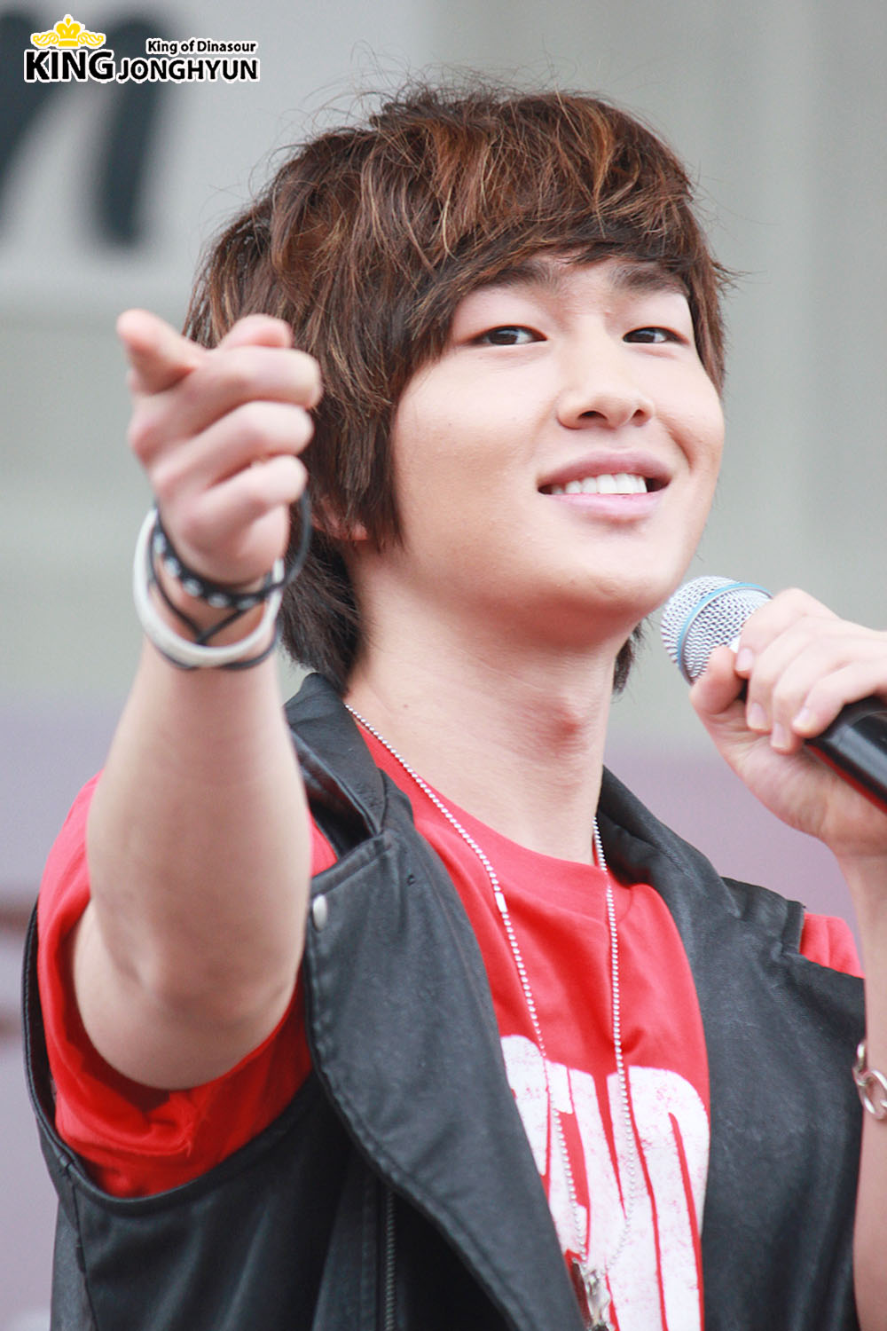 Onew: 100612 Onew At Charity Walk Public Broadcasting